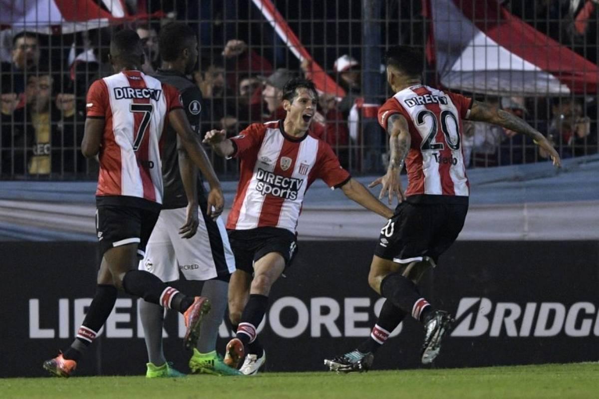 Estudiantes La Plata también se sumó a la Copa Libertadores como tercero de grupo / AFP