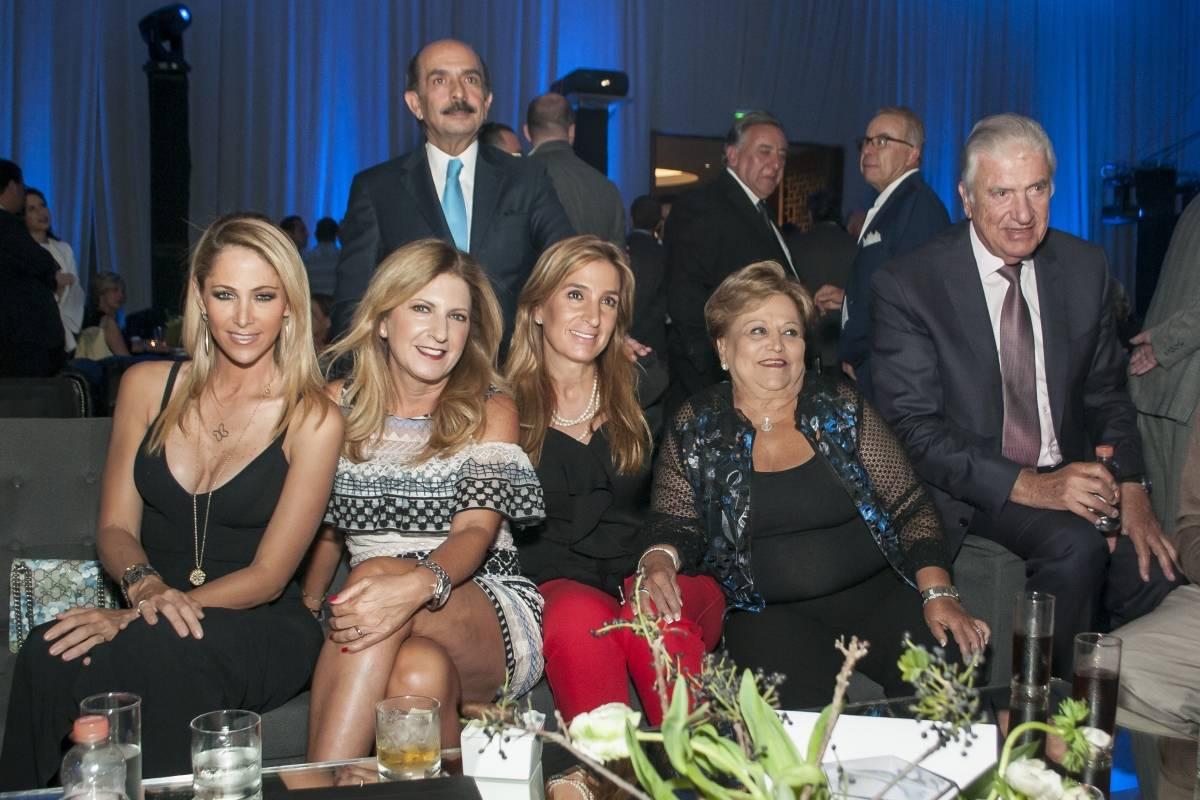 Inés Sainz, Fredel Saga, Lorena Smith, Lucy Zaga, Sofia Zaga,Marcos Salame y Roberto González. JDS