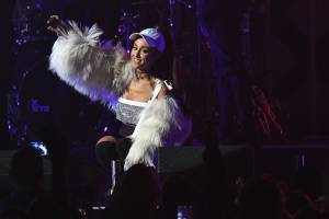 Ariana Grande anuncia concierto benéfico en Manchester