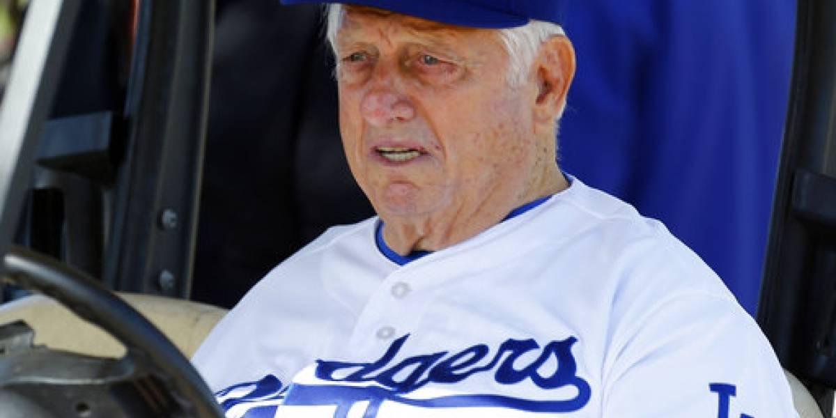 Hospitalizado exmanejador de los Dodgers tras cirugía
