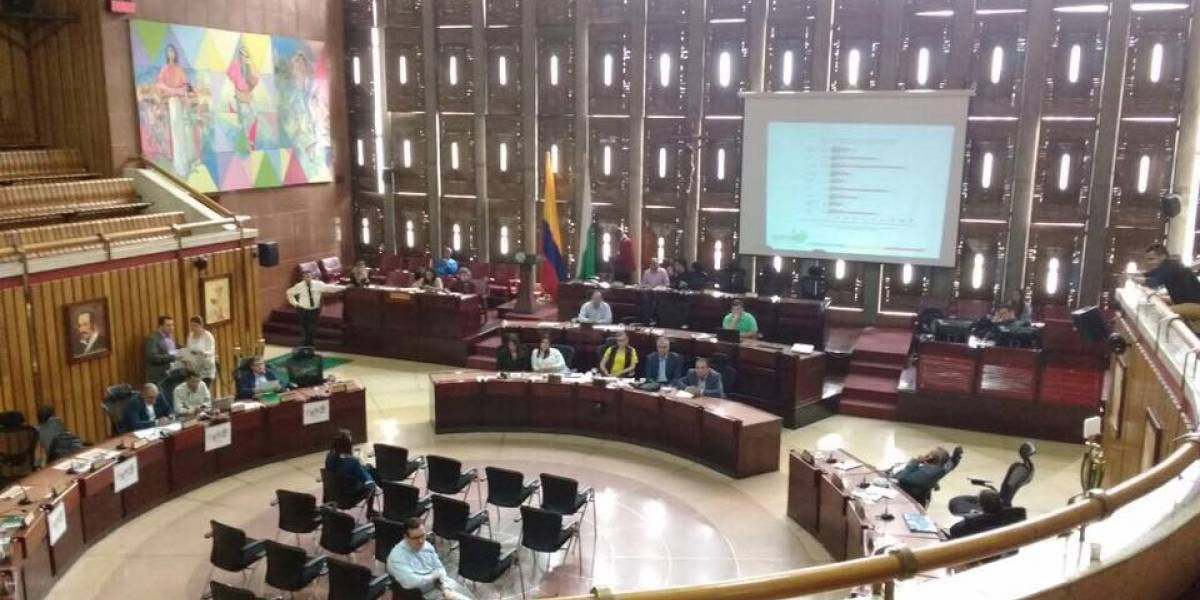 Antioquia se declararía federal si pierde a Bajirá: Diputados