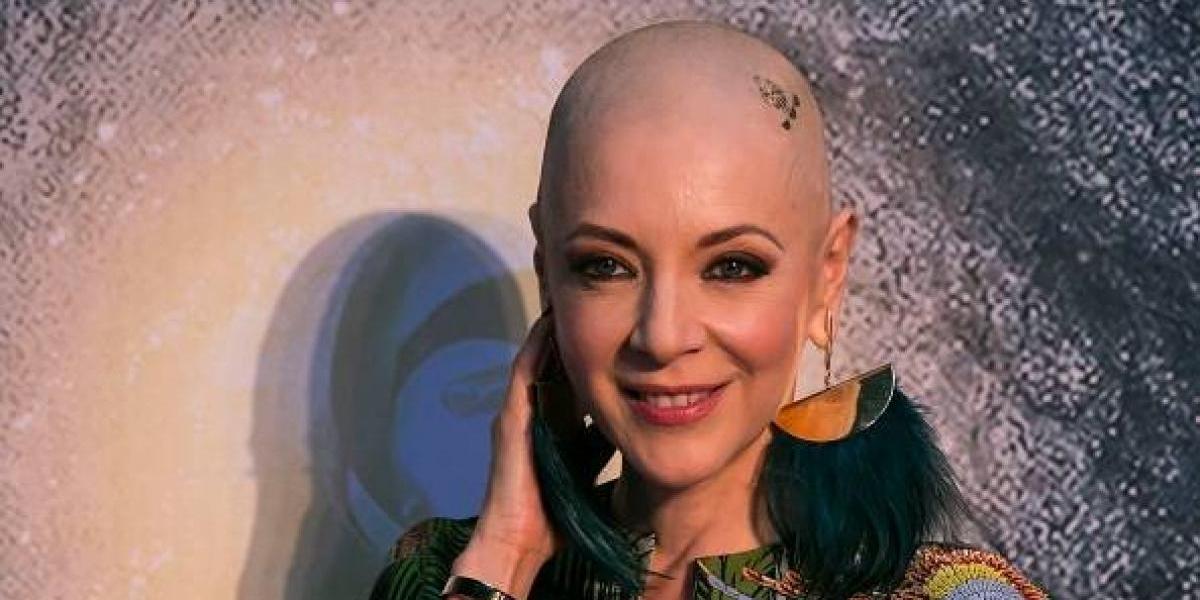 En su lucha contra el cáncer, Edith González muestra su lado más sensual con un baile