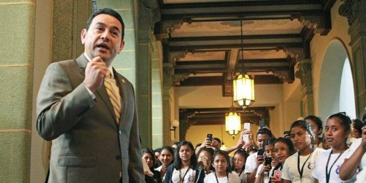 Este fue el emotivo mensaje del presidente Morales a estudiantes de Escuintla