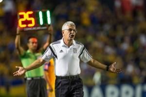 """""""Tuca"""" Ferretti no cree que el estadio de Chivas le pese a Tigres"""