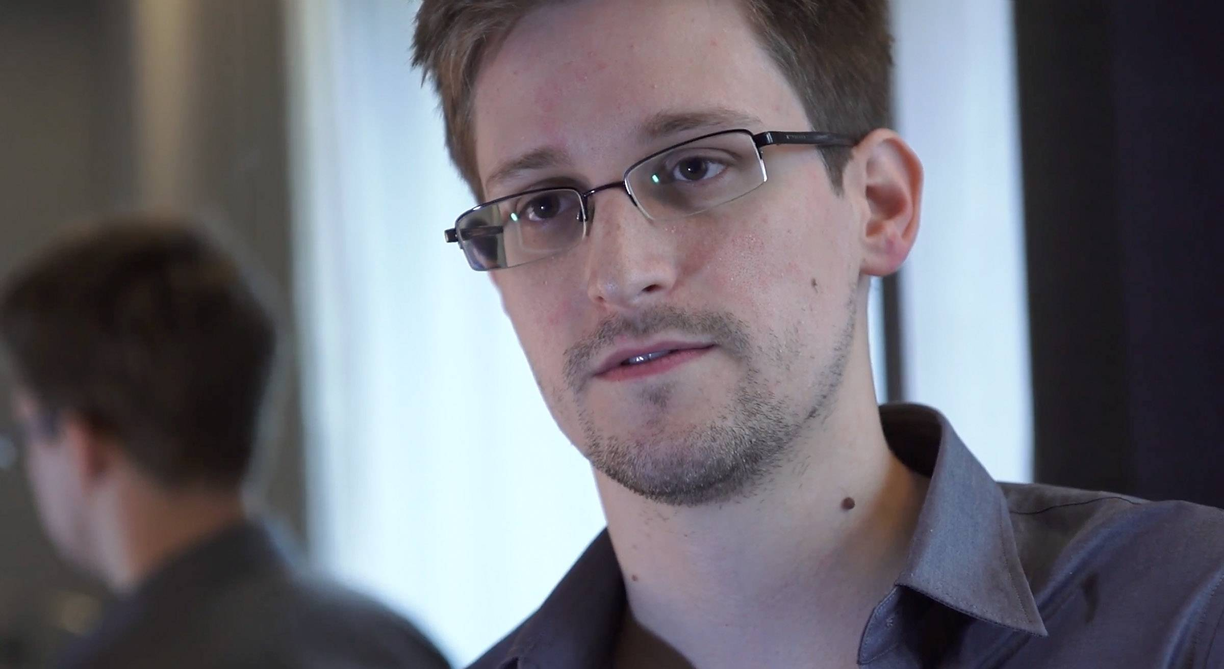Edward Snowden en entrevista con The Guardian, en 2013.