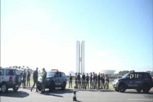 Brasilia recupera la calma mientras borra los actos de vandalismo de las calles