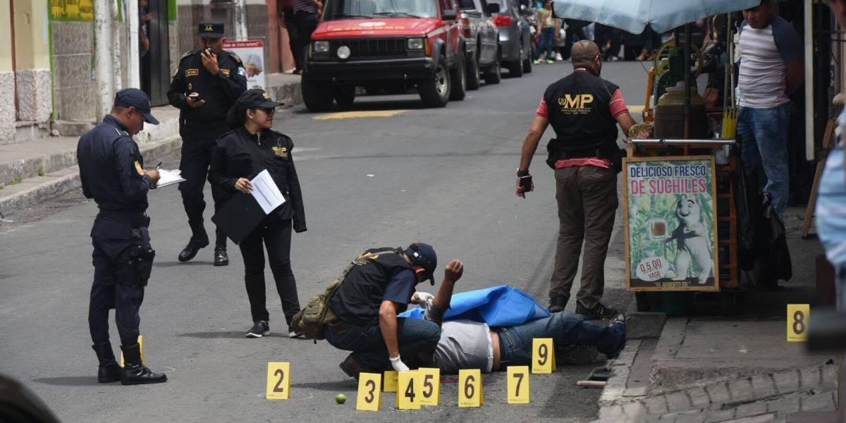 Asesinan a hombre frente a una tienda en Villa Nueva