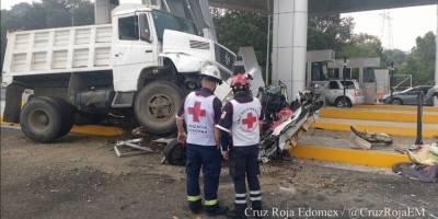 Camión se queda sin frenos en caseta Lerma-La Marquesa; 4 muertos