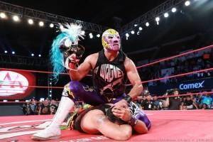 Dr. Wagner despoja de su máscara a Psycho Clown en la CDMX