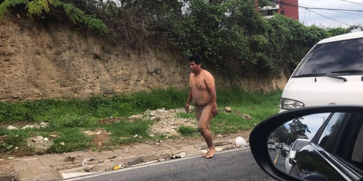 Comparten imágenes de un hombre caminando sin ropa en zona 10