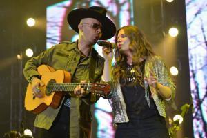 """Jesse y Joy enamoran al Auditorio Nacional con su tour """"Un besito más"""""""