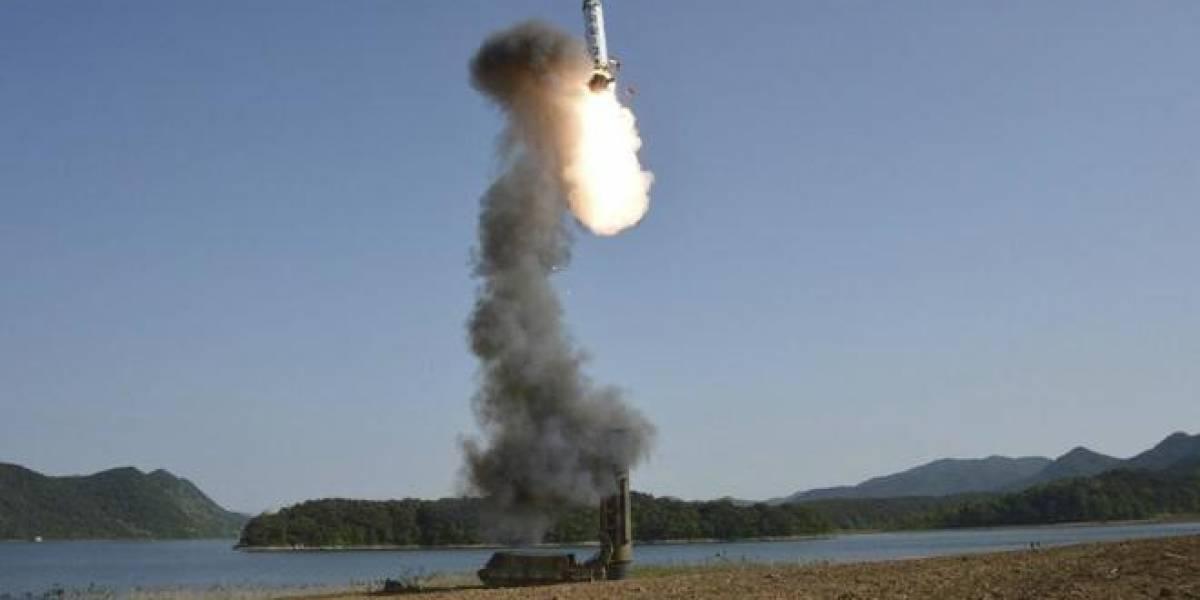 Corea del Norte lanza lo que aparenta ser un misil balístico