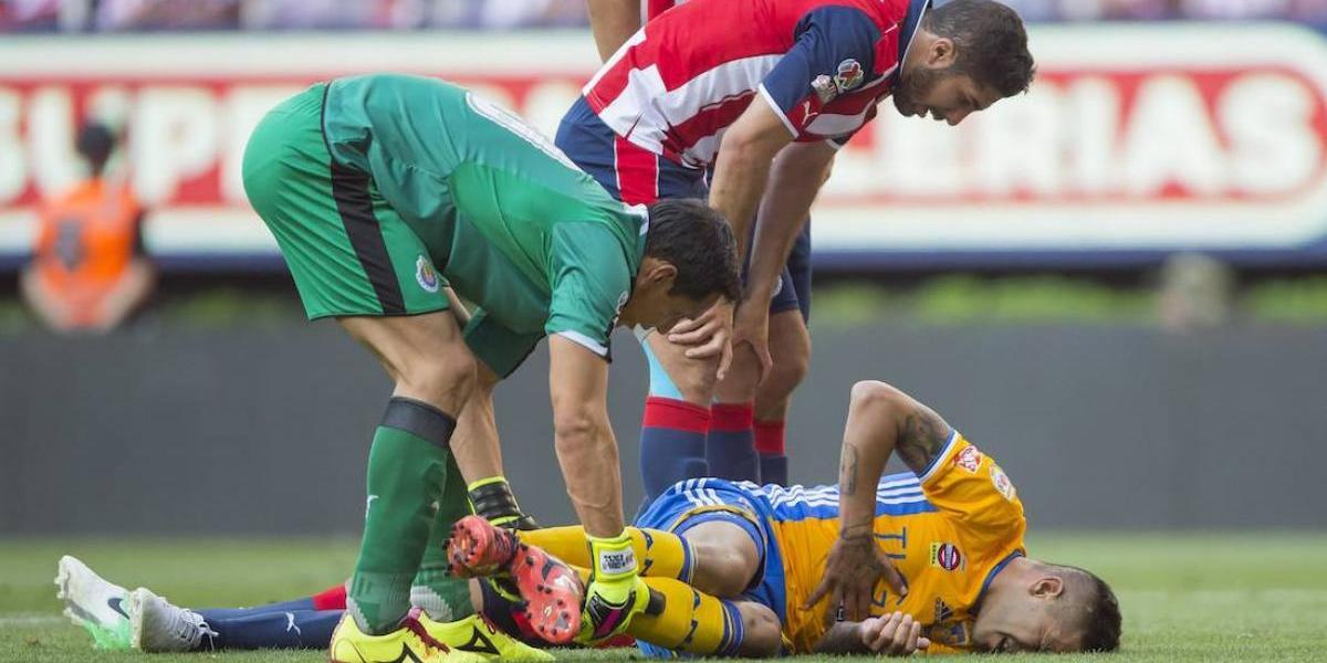 VIDEO: La polémica jugada por la que Tigres reclamaba penal ante Chivas