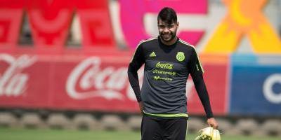 Araujo sufre fractura y es baja de la Selección Azteca