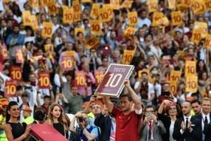 Totti se retira dejando a Roma en Champions