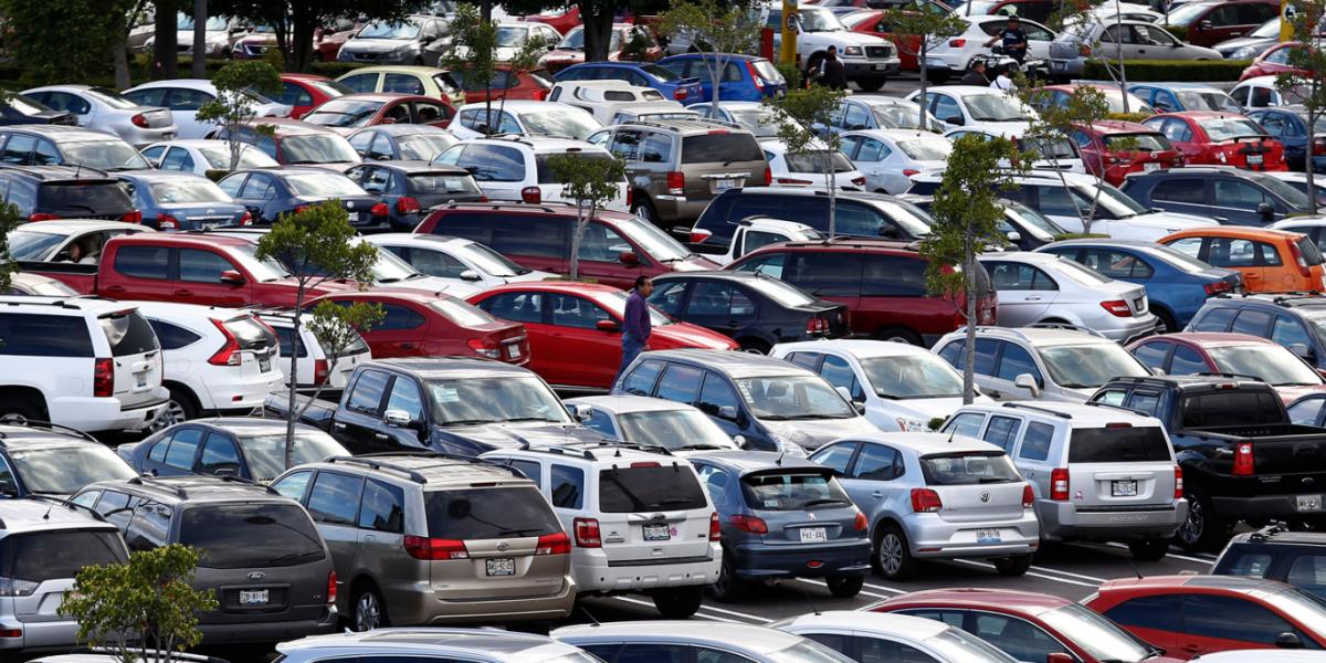Capitalinos gastan hasta 55 mil pesos al año en estacionamientos