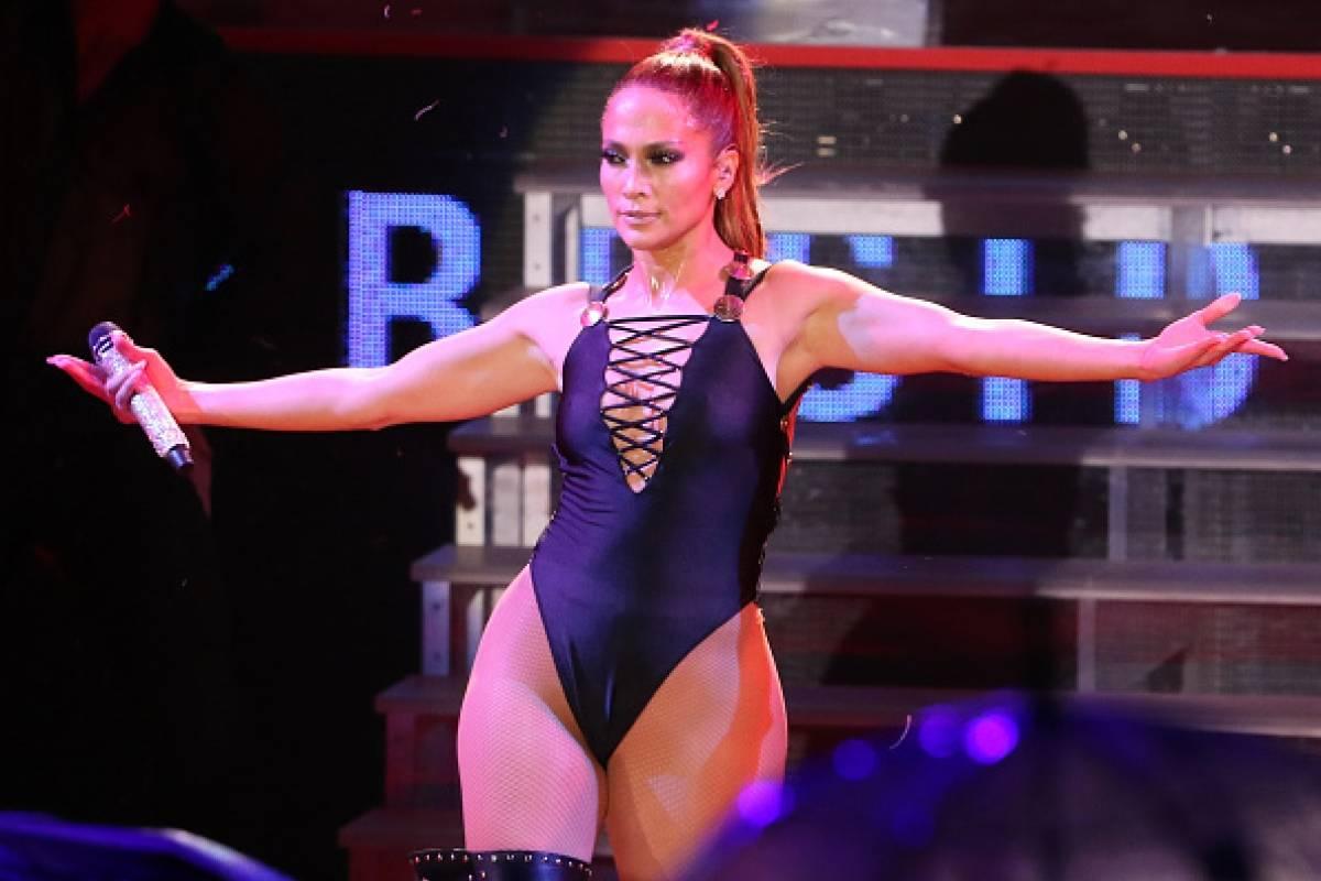 Baile Sensual En Tanga jennifer lópez enloquece a los fans haciendo un atrevido