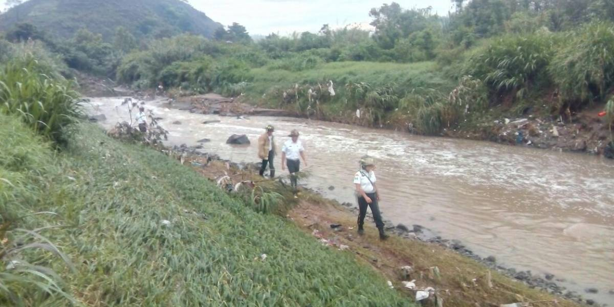 Adolescente arrastrada por río en Jalapa sigue desaparecida