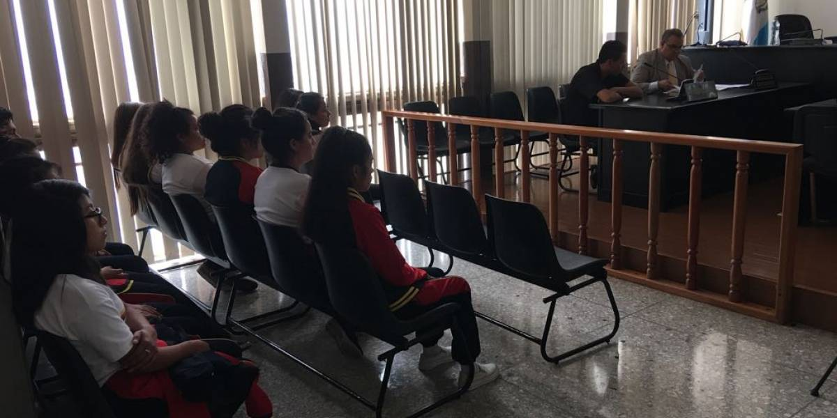 Terapia de choque: Jóvenes presencian audiencia para evitar que se unan a pandillas