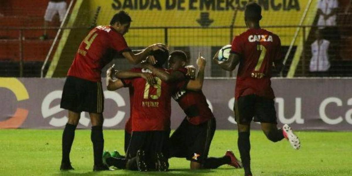 Eugenio Mena fue expulsado en sufrida victoria de Sport Recife
