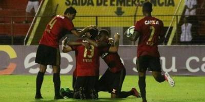 Eugenio Mena fue expulsado en victoria de Sport Recife