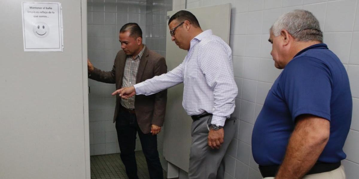 Inspeccionan la Comandancia de la Policía en Mayagüez