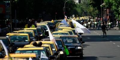 Taxistas de Chile exigen eliminar a Uber y Cabify