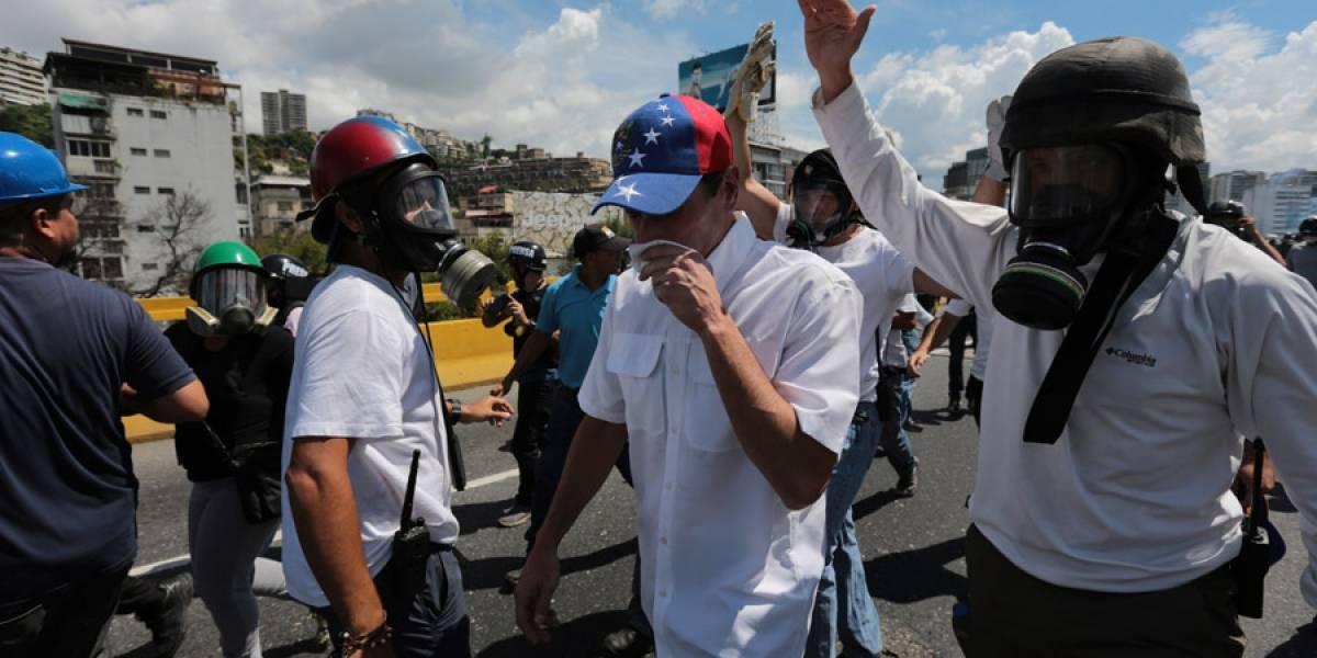 Henrique Capriles afectado por gases en protesta en Venezuela
