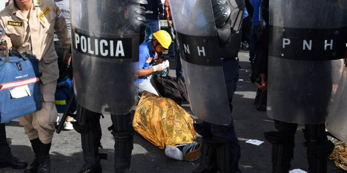 Mueren 5 en estampida en estadio de Honduras