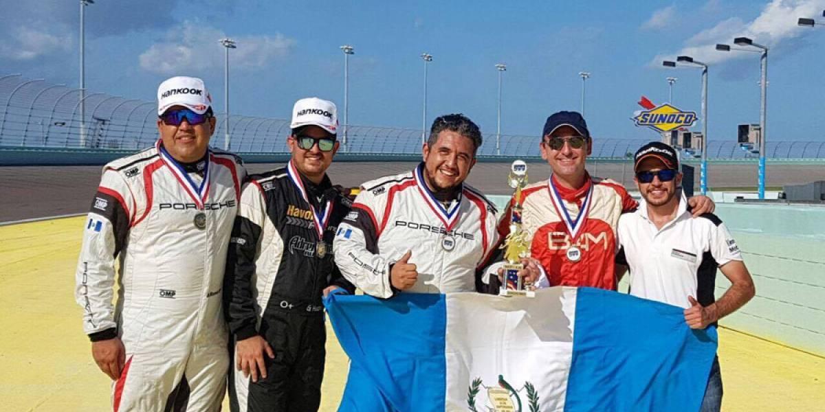 Guatemaltecos en el podio del Memorial 500 en Florida
