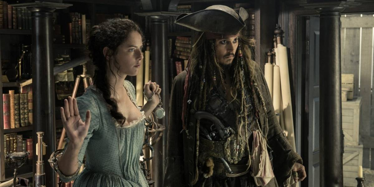 """Piratas del Caribe"" encabezan taquilla; ""Baywatch"" se hunde"
