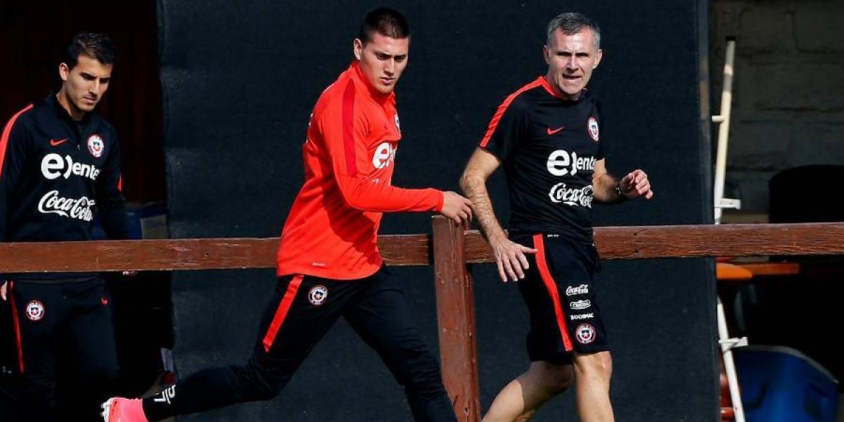 Nicolás Castillo entrenó a la par de sus compañeros en primera práctica de la Roja