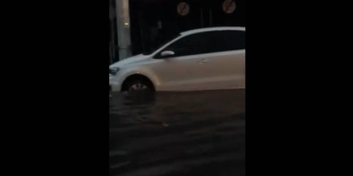 Lluvias azotan al sur de la CDMX; se inunda Coapa y suspende servicio Tren Ligero