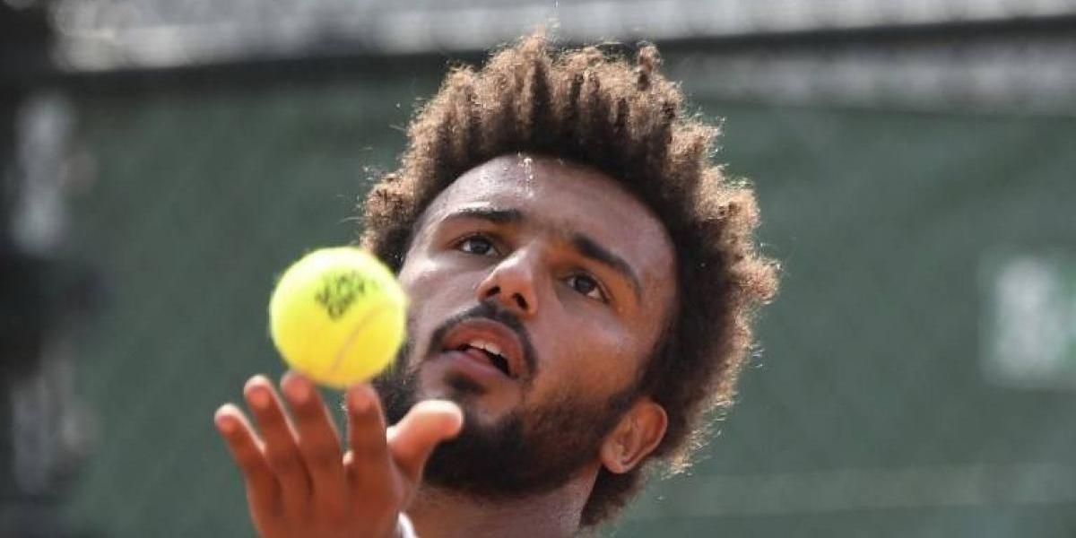 Tenista francés es expulsado de Roland Garros por acosar a periodista en transmisión en vivo