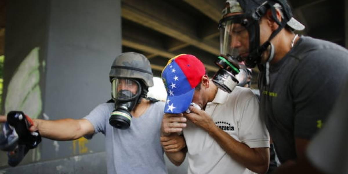 Opositor venezolano Henrique Capriles afectado por gas en protesta
