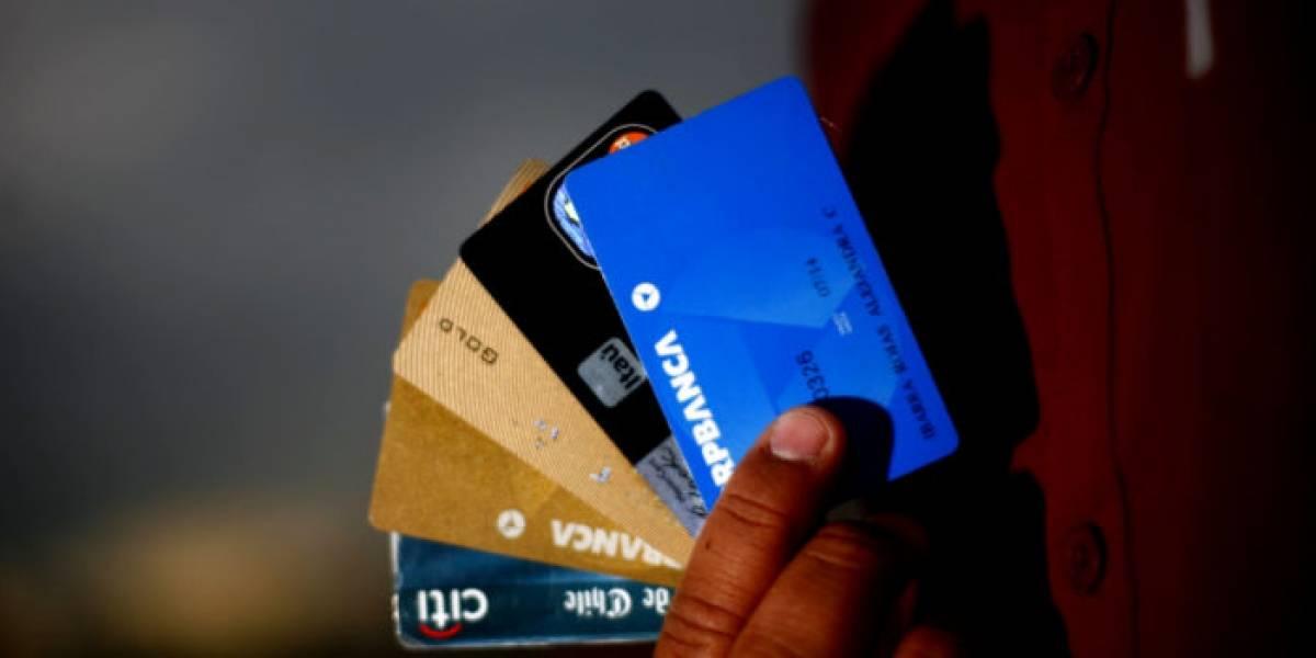¿Cuánto porcentaje del sueldo destinamos a pagar deudas?