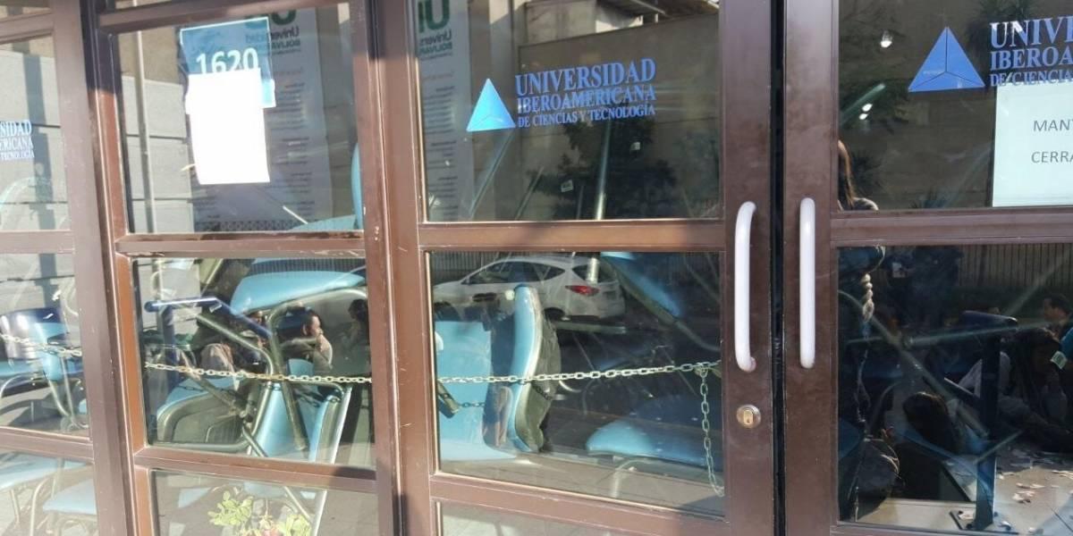 Estudiantes se toman la Universidad Iberoamericana ante rumores de cierre