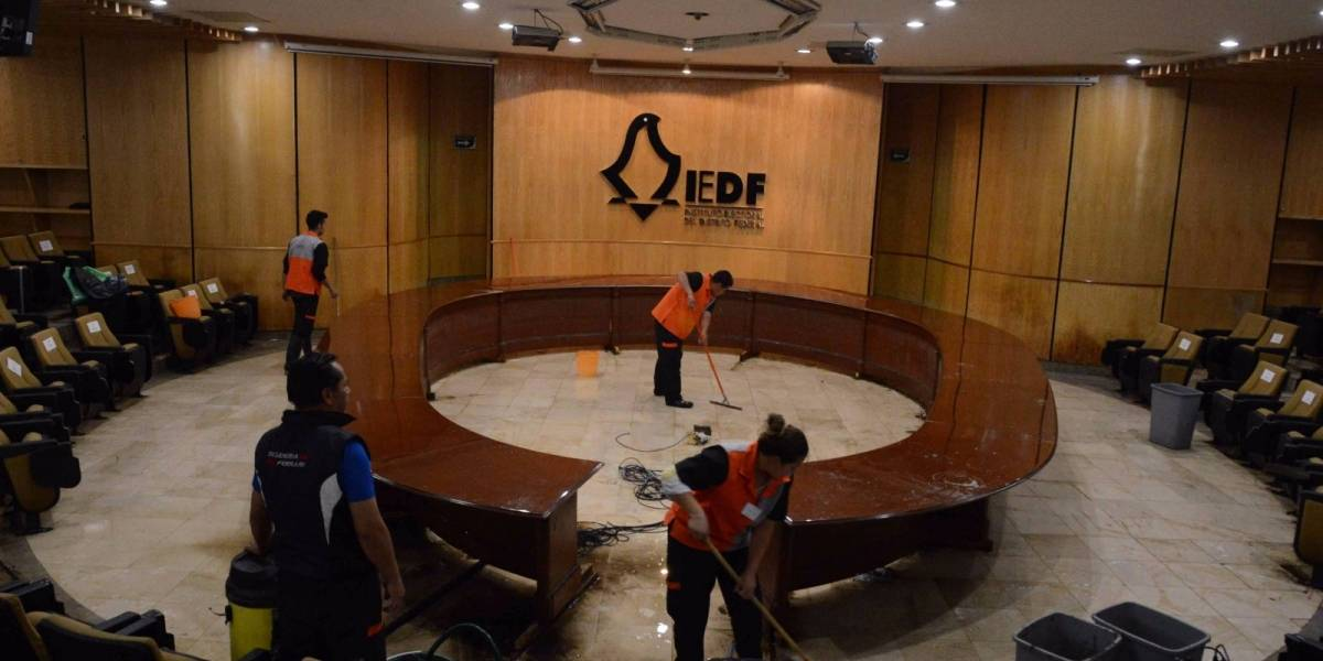 'Emerge' sala del Consejo del IEDF tras inundarse anoche