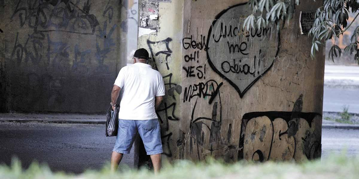 Segure o xixi! Carnaval de SP vai multar quem urinar na rua
