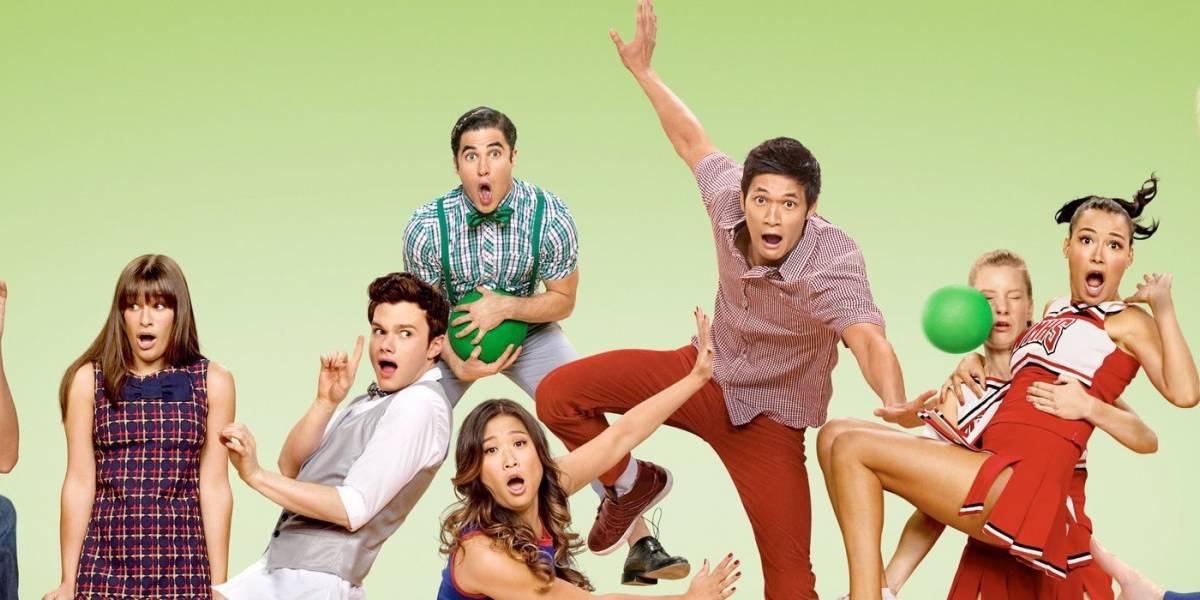 """Actor de """"Glee"""" posa sin ropa y lo comparan con el muñeco """"Ken"""""""