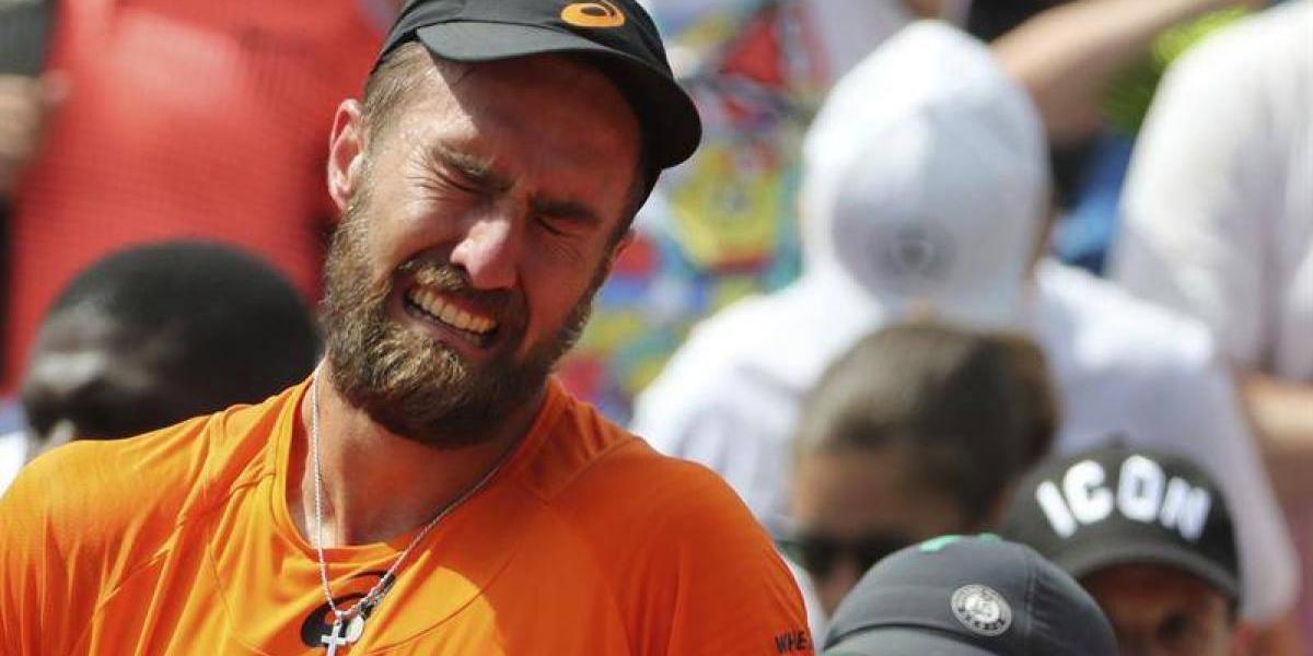 Drama en Roland Garros: tenista lloró al ganar su partido y su rival destrozó su raqueta