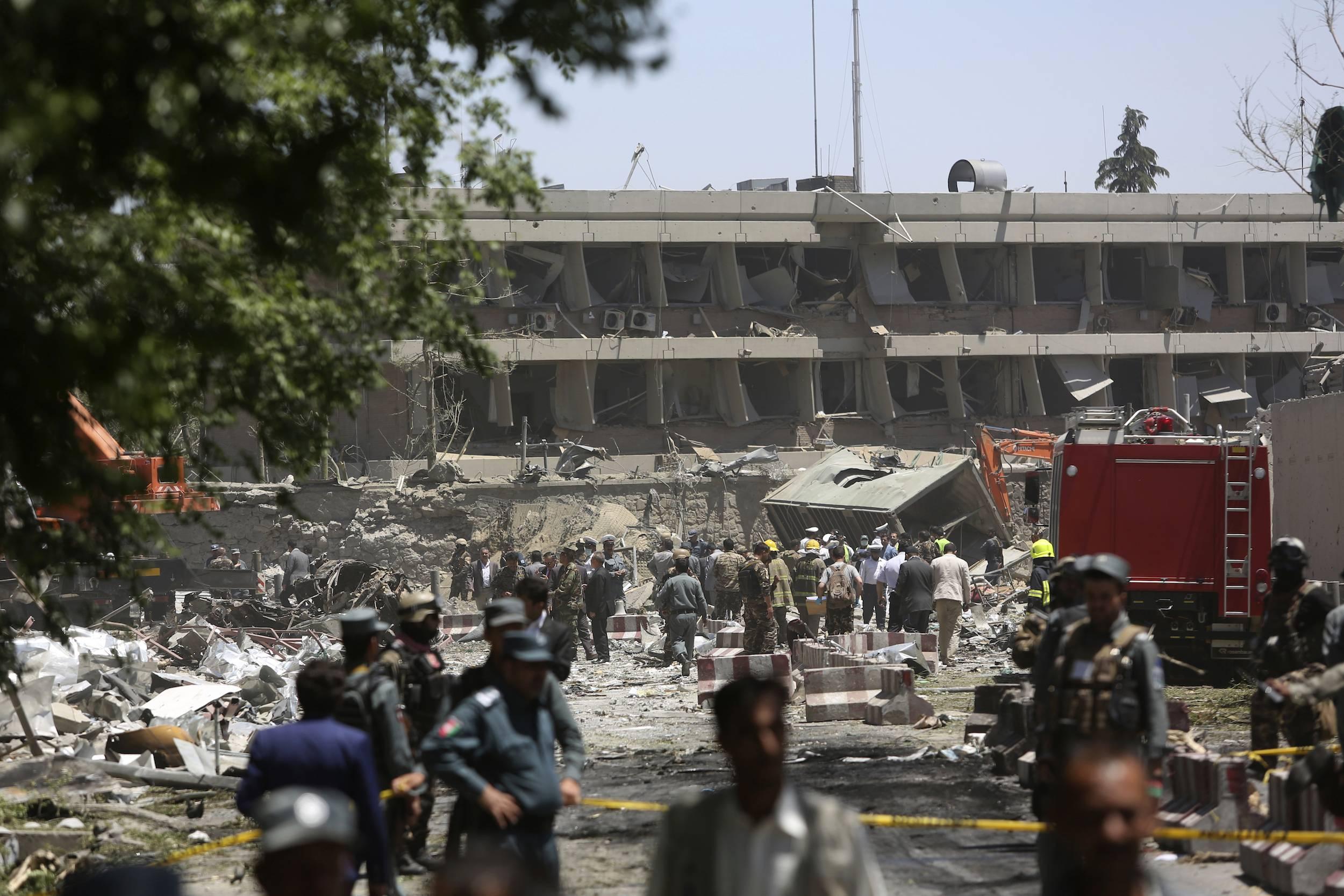 El vecindario está considerado la zona más segura de Kabul, con embajadas extranjeras protegidas por docenas de muros contra explosiones de tres metros (10 pies) de alto y oficinas gubernamentales custodiadas por policías y fuerzas de seguridad nacionales. / Foto: AP