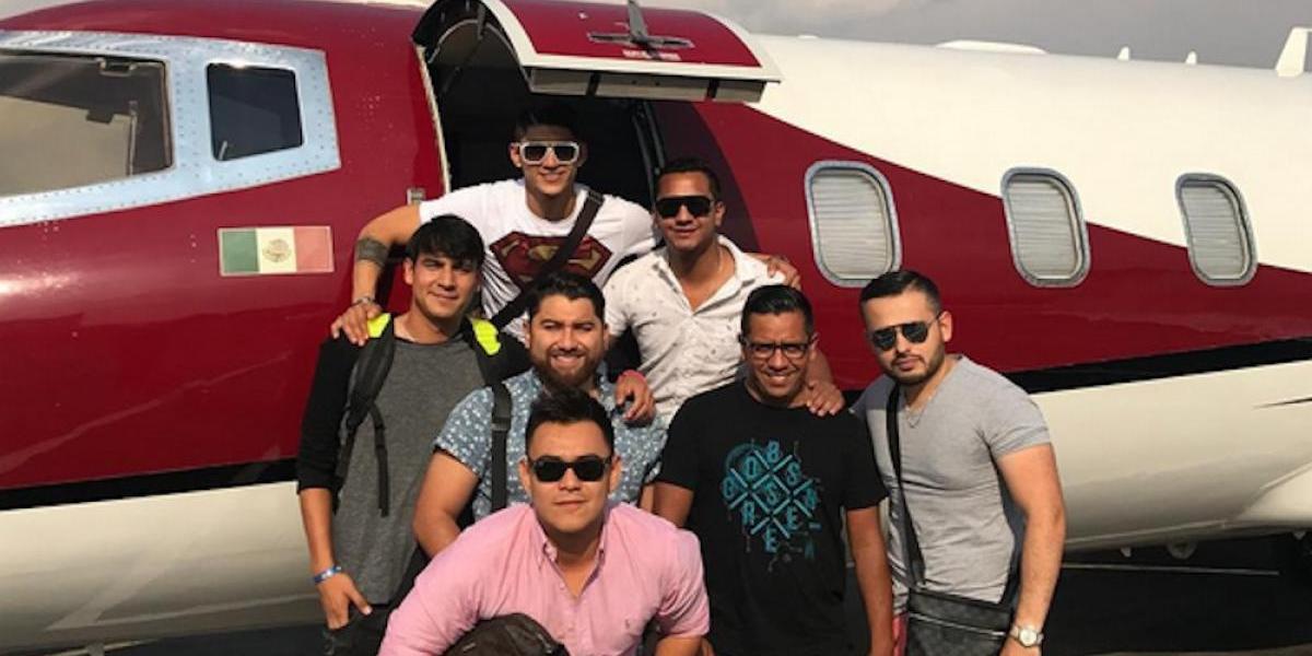Alan Pulido se fue de vacaciones ¡en avión privado!