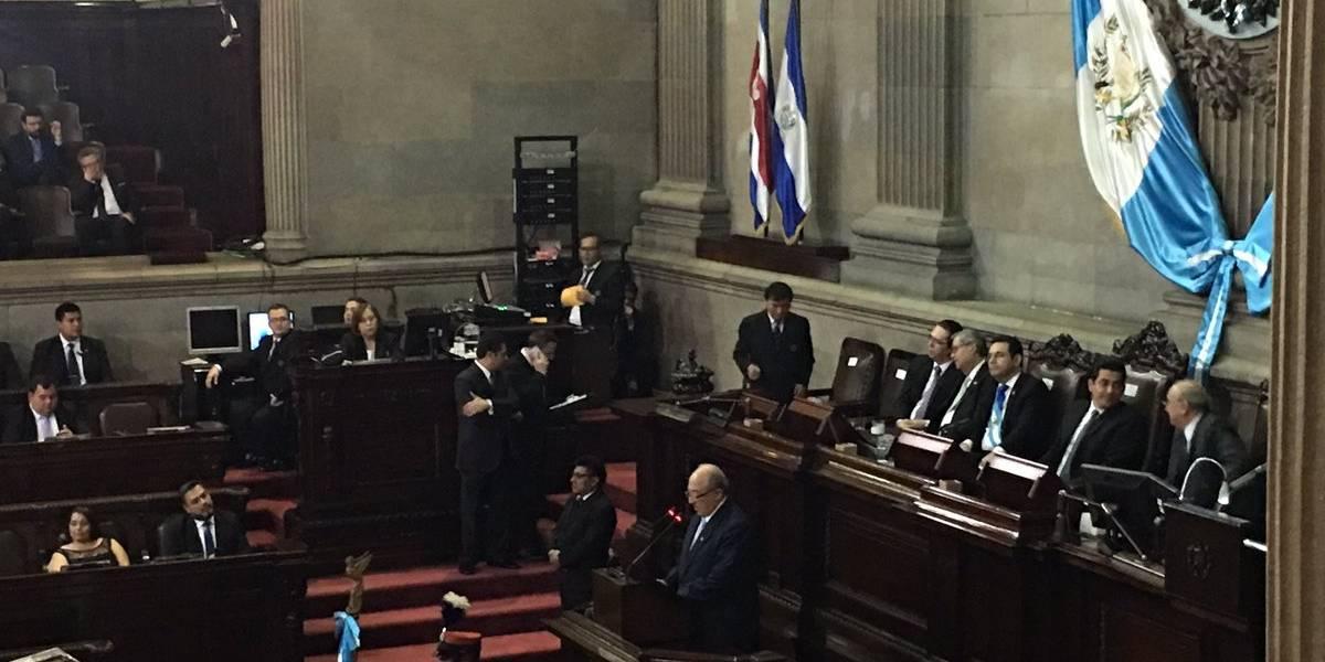 Con sesión solemne en el Congreso se conmemora el 32 aniversario de la Constitución