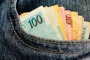 https://www.metrojornal.com.br/brasil/2017/09/25/governo-lancara-programa-para-aumentar-renda-de-beneficiarios-bolsa-familia.html