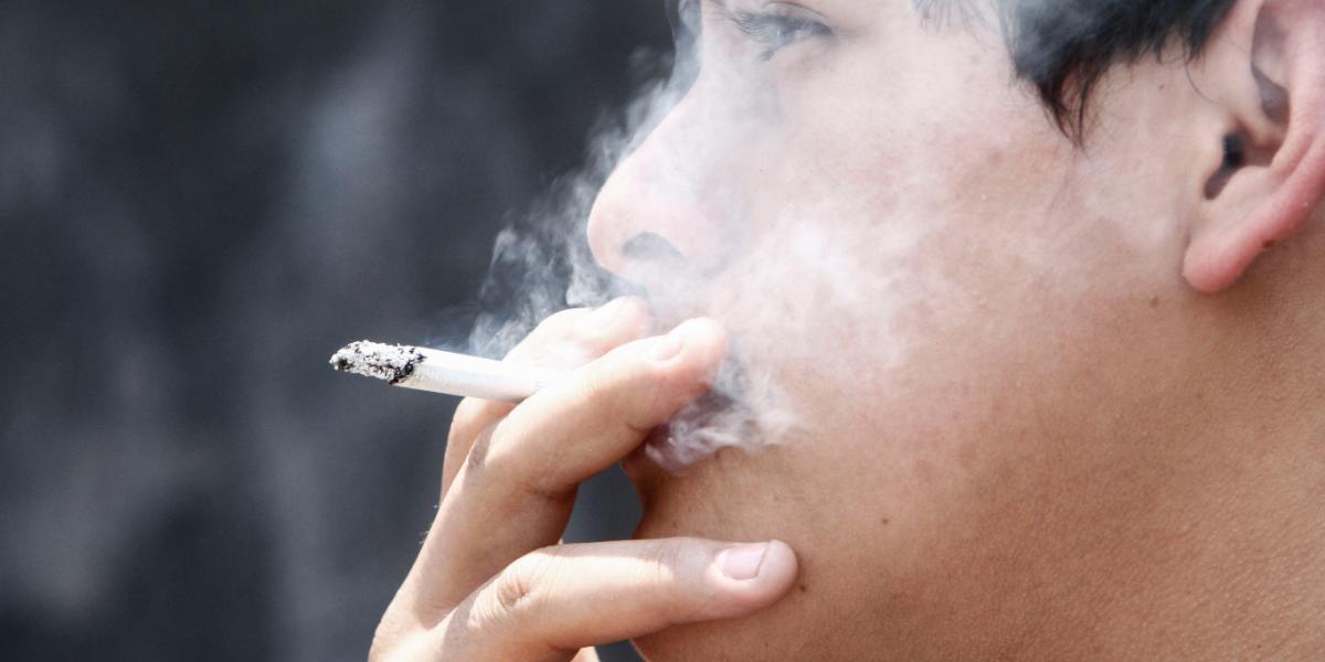 Fumadores destinan 10% de sus ingresos en comprar cigarros