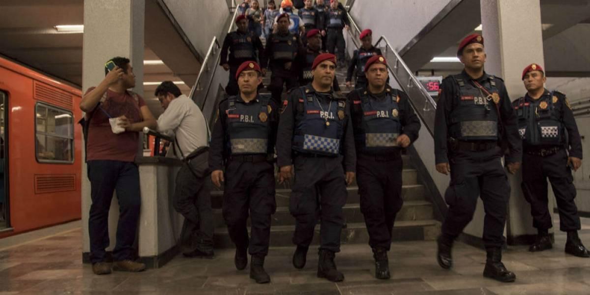 Por dejar pasar a vagoneros al Metro, dan de baja a 80 policías