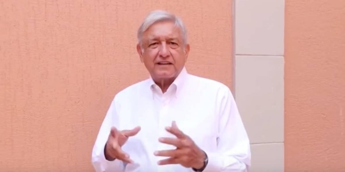 """AMLO presenta """"manualito"""" contra fraude electoral en Edomex"""