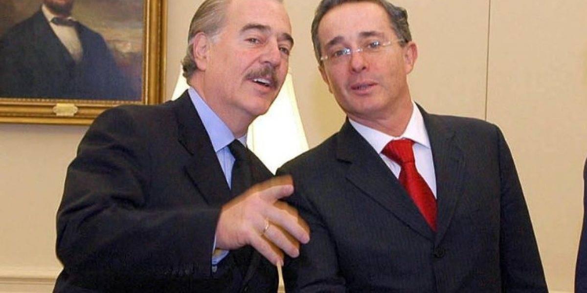 CNE llama a Pastrana y Uribe por acusación a campaña Santos 2014
