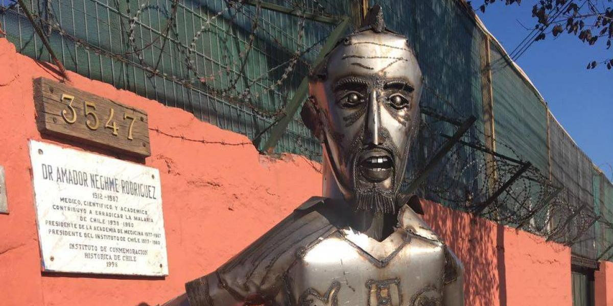 Arturo Vidal a lo Mago de Oz: la estatua que sorprendió en Juan Pinto Durán